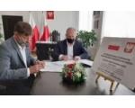 Podpisanie umowy na przebudowę i rozbudowę drogi gminnej nr 239030 G na odcinku od drogi gminnej nr 236040 G (dawna DK22) do skrzyżowania z ul. Handlową w miejscowości Lipienice